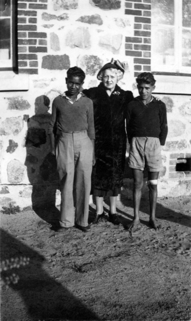 Mrs Rutter with Reynold Hart (left) and Parnell Dempster (right). Photographer: Noel White on 31st July, 1949.