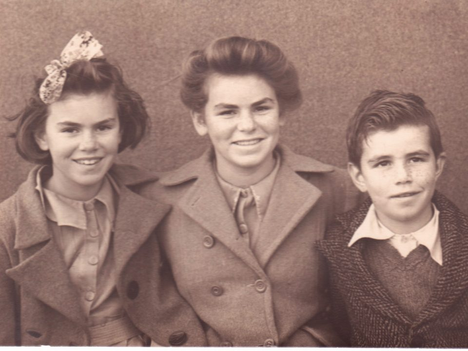Janette (Jenny), Noelene and Ross White. Noel & Lily White Collection.